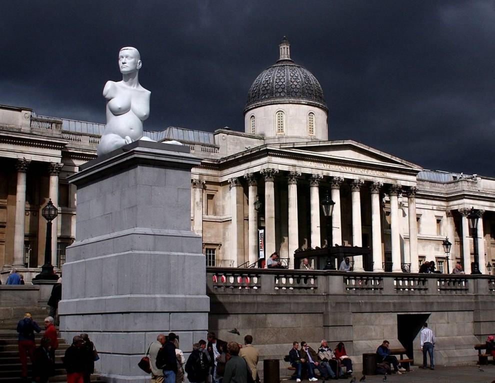 12. Мраморная скульптура Британского художника Марка Куинна под названием «Беременная Элисон Лаппер» была показана на Трафальгарской площади в Лондоне в сентябре 2005 года. Статуя изображает Лаппер – обнаженную художницу-инвалида на восьмом месяце беременности. (Dan Regan/Getty Images)
