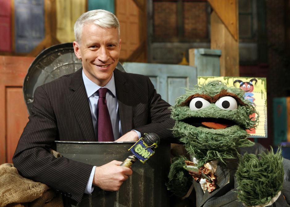 15. 1 ноября 2009 года: Андерсон Купер с телеканала CNN появился в шоу «Улица Сезам» в серии вместе с Уолтером Крэнки, Дэном Разернотом и Оскаром.