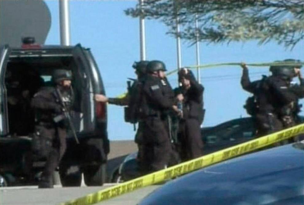 17. Члены полицейского спецназа прибыли в Форт-Худ в четверг. (DoD / Reuters)