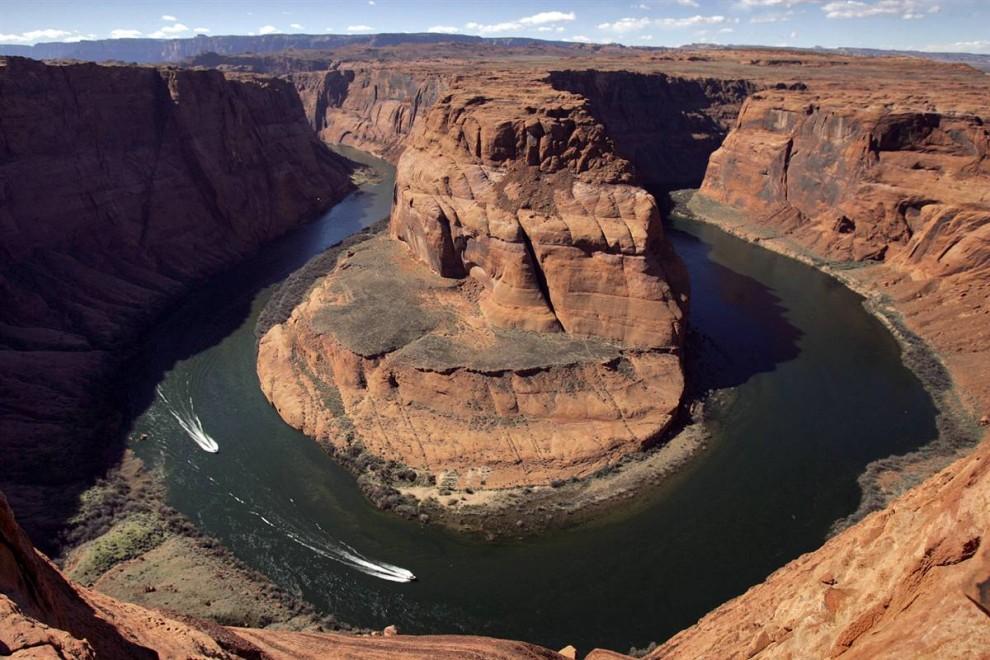 18. Река Колорадо на территории США представляет собой яркий пример прямого воздействия эффектов повышения температуры. Речная система, предоставляющая воду большей части Калифорнии, сильно изменилась из-за засухи и увеличивающейся численности населения на западе. (Matt York / AP)эффектов