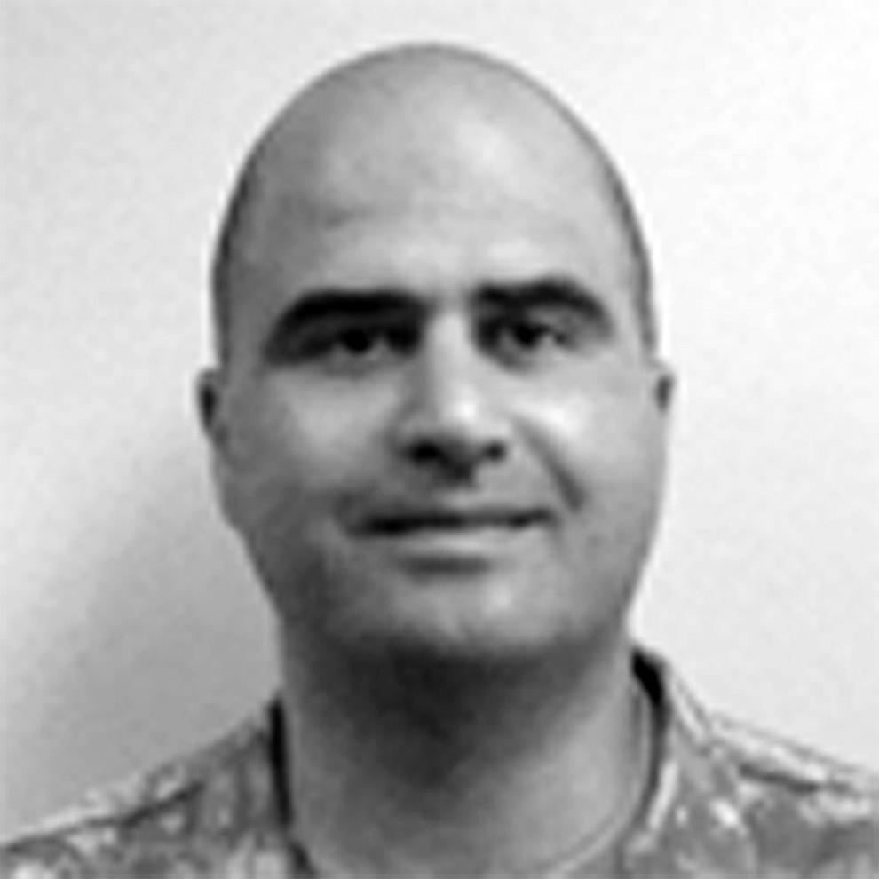 18. На этом фото майор Малик Нидал Хасан – человек, открывший стрельбу на военной базе Форт-Худ в четверг. В данный момент Хасан задержан. (AFP - Getty Images)