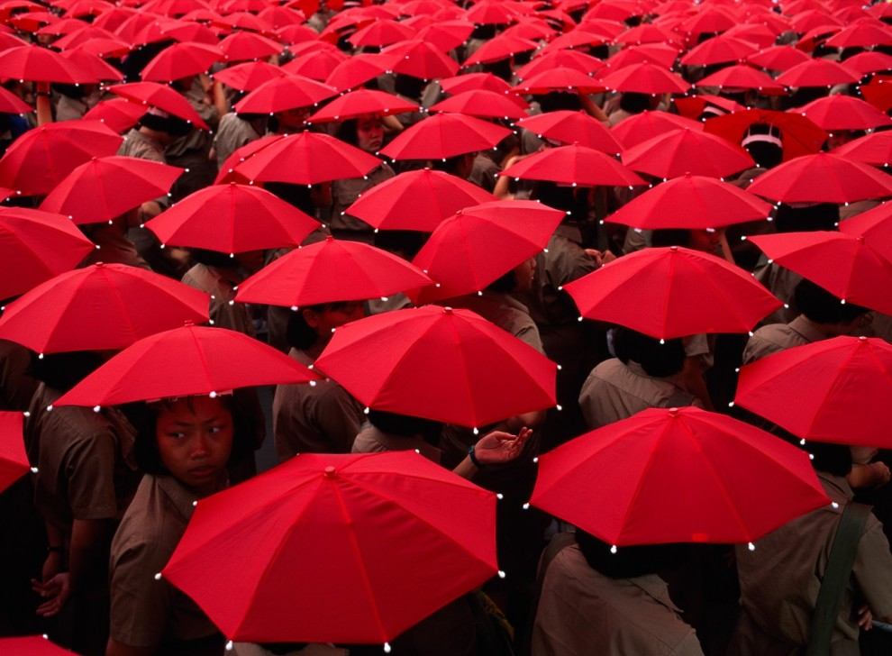 19. Ничто не ослабит энтузиазм тайбэйских школьников, собравшихся на празднование «Double Ten» - дня Тайбэя. В этот день вспоминают 10 октября 1911 года – день, когда революция покончила с последней китайской династией. (Jodi Cobb)