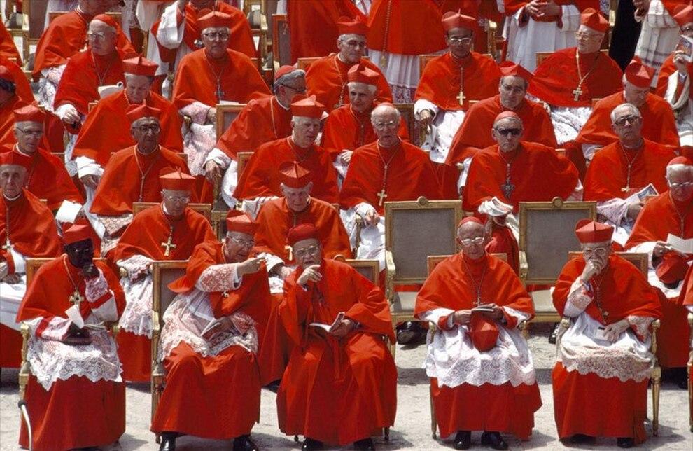 20. Коллегия кардиналов – высшего духовного сана католической церкви – собралась в Ватикане для избрания новых кардиналов. Их главная задача – выбрать нового папу из числа коллегии. (James Stanfield)