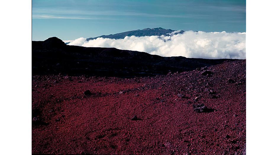 2) Вид на вершину вулкана Мауна-Кеа с Мауна Лоа, Гавайи, 1948