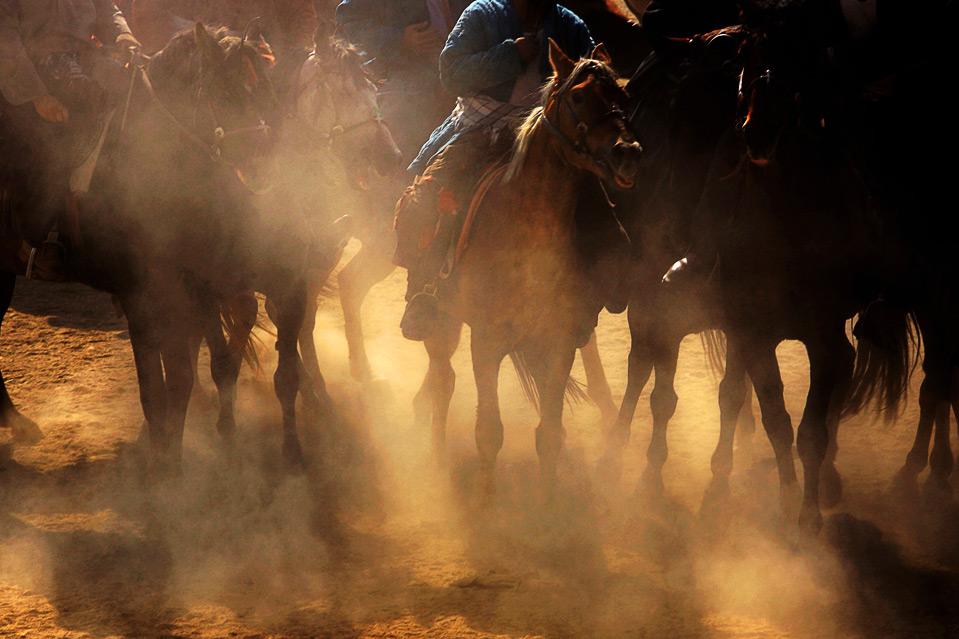 7) Призы одержавшим победу командам включают в себя деньги, тюрбаны и одежду. (Majid Saeedi/Getty Images)