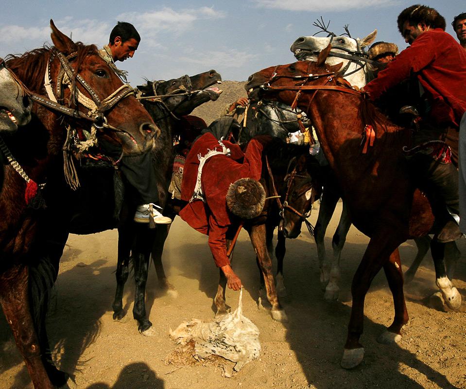 12) Согласно информации на ресурсе «Afghanistan Online», игроки должны пройти сложные тренировки, чтобы получить статус чапандаз. (AP Photo/Farzana Wahidy)