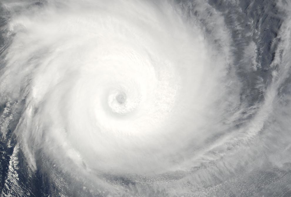 16) Тропический циклон Билли, обрушившийся на западное побережье Австралии 25 декабря 2008 года, заснят системой MODIS, установленной на спутнике Aqua агентства NASA (NASA/Jeff Schmaltz, MODIS Rapid Response Team, Goddard Space Flight Center)
