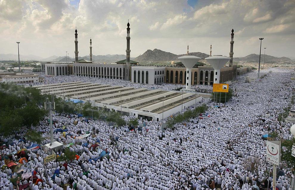 Неизвестные атаковали мечеть в Саудовской Аравии