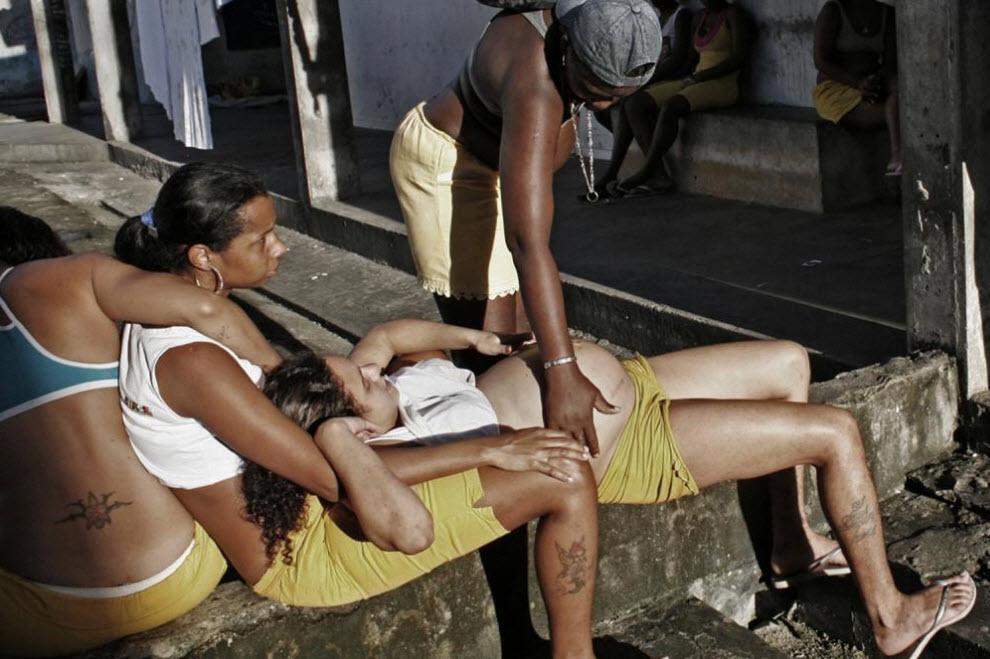 Женщины в тюрьмах Бразилии.  10. В тюрьмах, без сомнения, тяжело.  Женщины находят поддержку