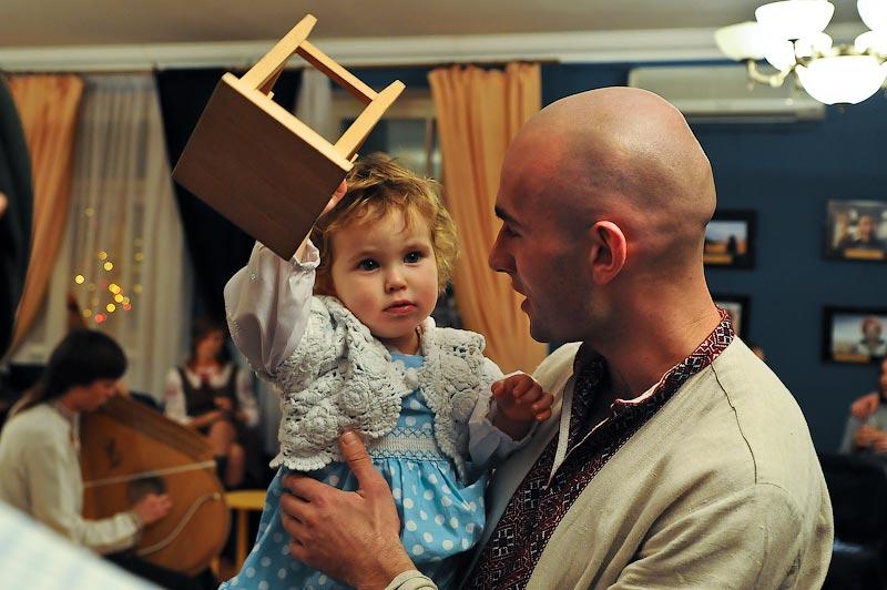17) Дочка тоже поедет вместе с Леонидом.