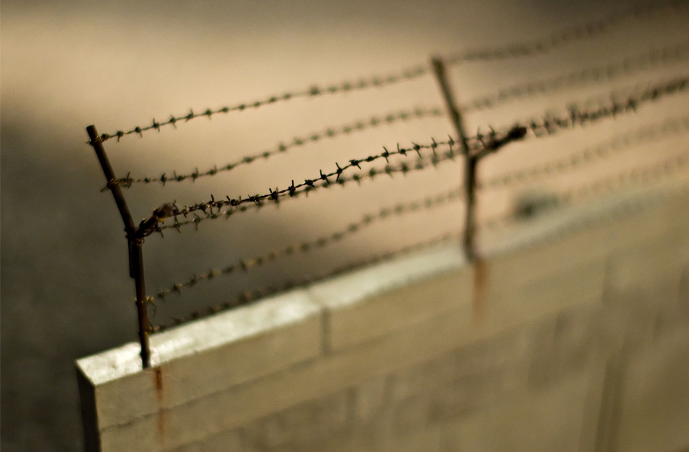 18. Детальный вид масштабной модели Берлинской стены на линии оригинальной стены в центральном Берлине 8 ноября 2009 года. (Leon Neal/AFP/Getty Images)