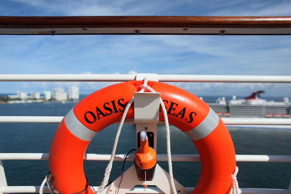 25. Спасательный круг на борту круизного лайнера «Оазис морей» 20 ноября в порту Эверглейдс, штат Флорида. «Оазис морей» - крупнейший и новейший в мире круизный лайнер. (Getty Images / Joe Raedle)