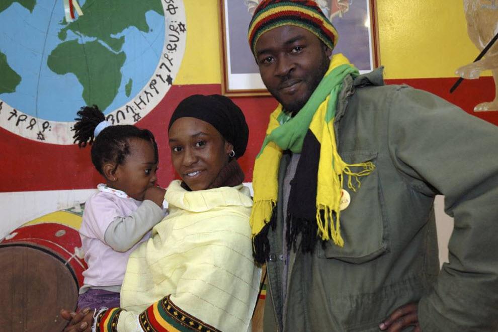 12.  Rastafarian keluarga.