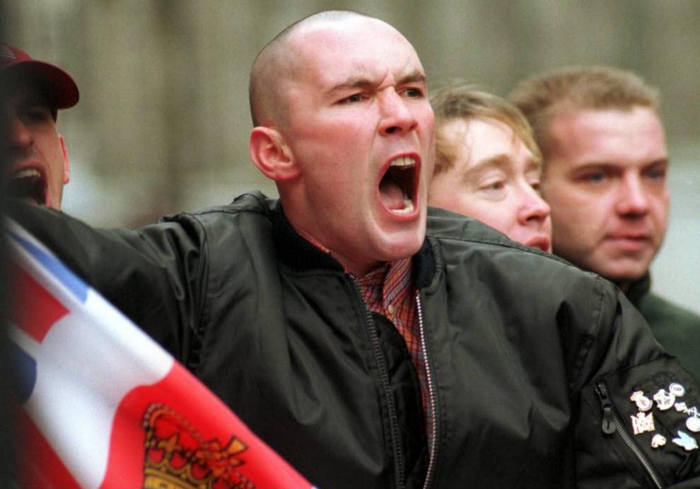 30. Члены «Национального фронта» со сторонниками организации C18 и Британской Националистической партии собрались на марш в честь Кровавого воскресенья в Уайтхолле, Лондон. (David Hoffman)