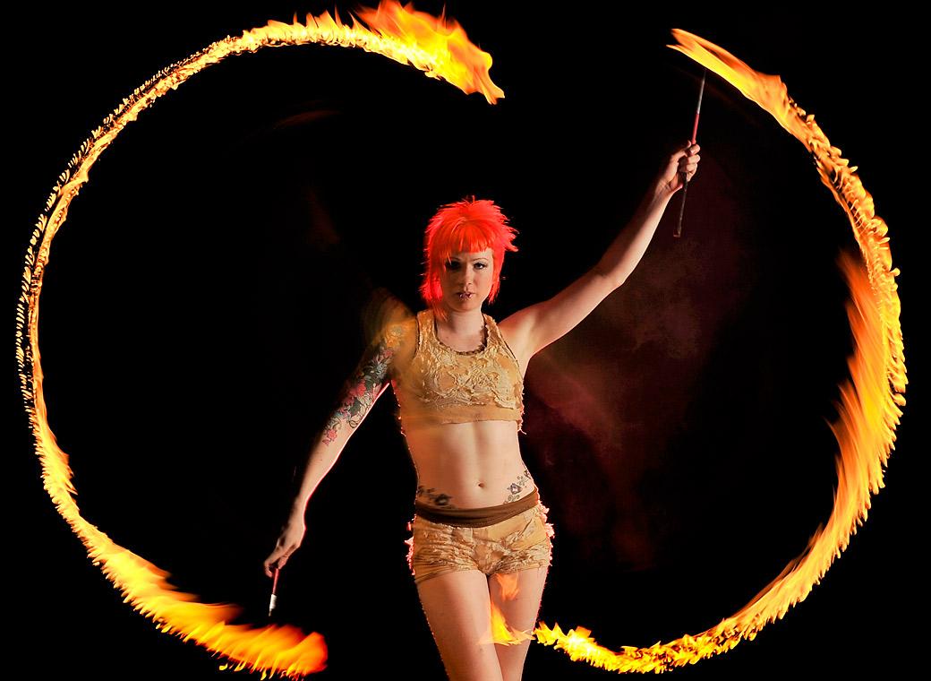 5) Хитер Гарлан во время выступлениям с факелами. (Quinn Rooney/Getty Images)