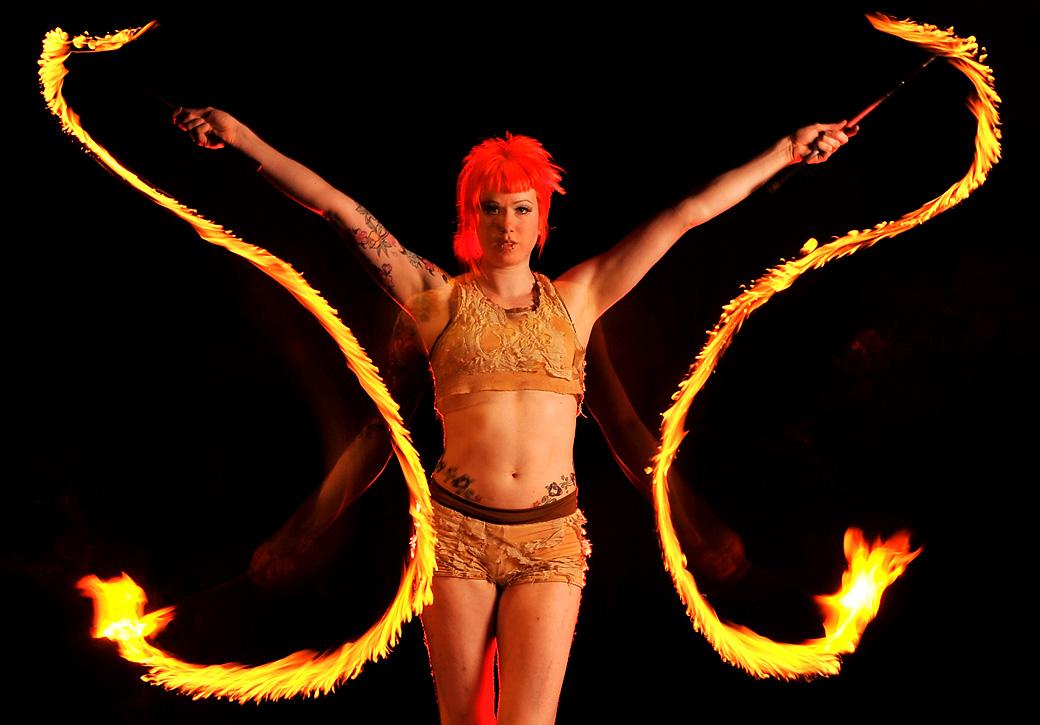 4) Хитер Гарлан во время выступлениям с факелами. (Quinn Rooney/Getty Images)