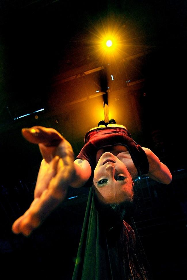 2) Билли Вильсон-Коффи во время трюка на ткани. (Quinn Rooney/Getty Images)