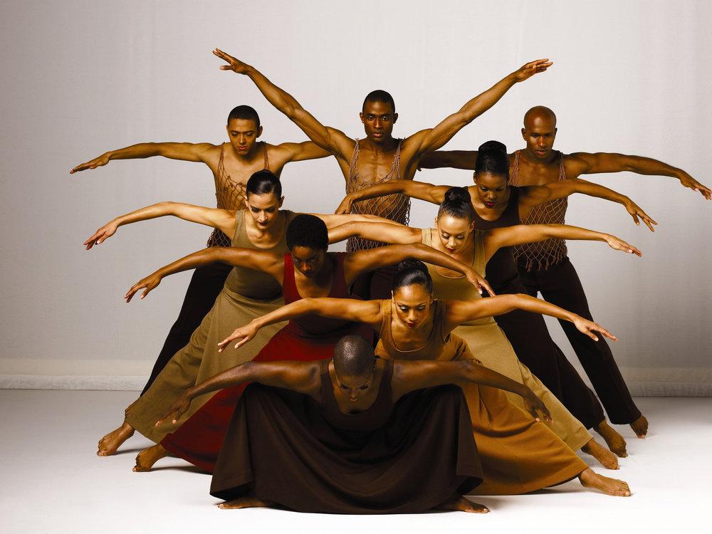 """1)  Одна из самых прославленных постановок танцевальной труппы Alvin Ailey  балет """"Откровения""""."""