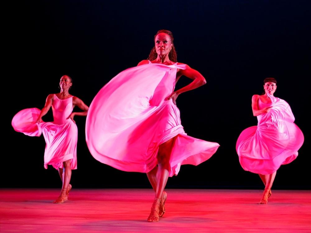 5) Постановка 'Suite Otis' хореографа Джорда Фэзона (George Faison) в исполнении Корбин, Робинсон и Лист (C. Corbin, R. Robinson и R. Lyst)