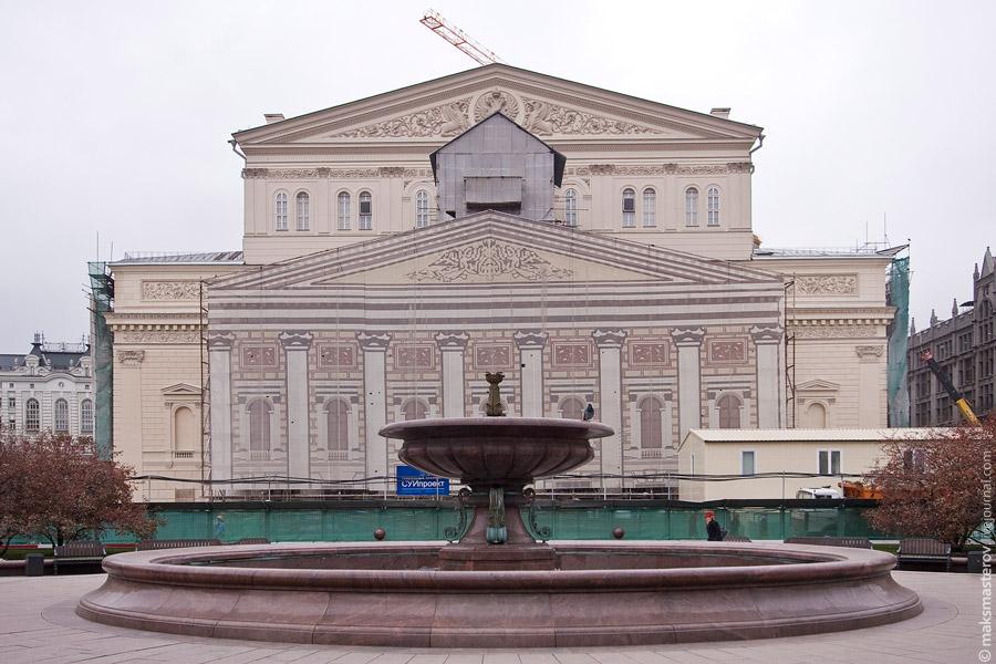 2) Вид на фасад со стороны Театральной площади