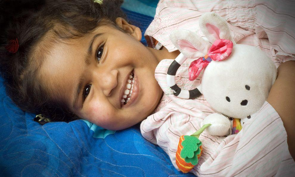 3) Тришна. Девочке сейчас 3 года. Около двух лет назад ее вместе с сестрой Кришной привезли в Австралию, чтобы разделить их.