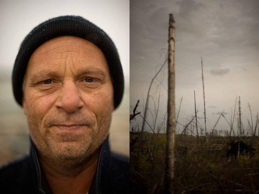3. На этом фото вы видите механика Боба Герлитца и скудный пейзаж – фотограф Джон Ловенштайн говорит, что сделал этот снимок, чтобы показать связь между рабочими заводов и их «естественной средой». «Прикрепляя к изображению каждого человека фотографию дерева, я надеюсь привлечь внимание к мировой природе нефтяной индустрии и уничтожению северных лесов, которые растут на залежах битума». Герлитц также отображает процветание и благосостояние, которое приносит эта работа. Этот житель Альберты работает по 12 часов в день в течение 20 дней, затем отдыхает 10 дней. Его заработная плата за эти 20 дней чистыми составляет 6500 долларов. (Jon Lowenstein/Consequences by NOOR)