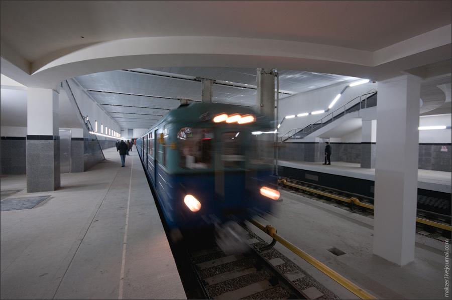 3) До последнего момента не было ясно, откроется ли эта станция в срок, и предполагалось, что ее могут ввести в эксплуатацию уже после наступления 2010 года.