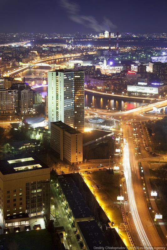 5) Конюшковская улица, Новоарбатский мост и здание Правительства.