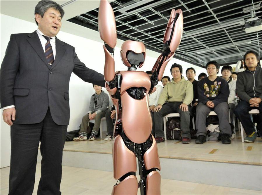 5) Робот-гуманоид e-NUVO питается от Li-ion батареи. На его голову возможно установить проэктор. (REUTERS/Toru Hanai)