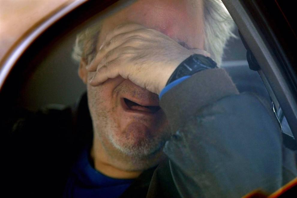 8) Лессер плачет в своей машине после выселения из квартиры. (John Moore/Getty Images)