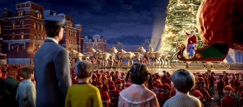 8. Том Хэнкс снялся в экранизации «Полярного экспресса» (2004), в которой рассказывается история о мальчике, который верил в Санта Клауса, несмотря на подтрунивания друзей. Как-то раз накануне Рождества перед его домом появился поезд и увез его и его друзей на Северный полюс. (Warner Bros.)