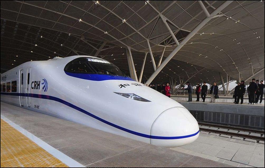 8) © AP Photo/Xinhua, Cheng Min // На железнодорожной станции Ухань.
