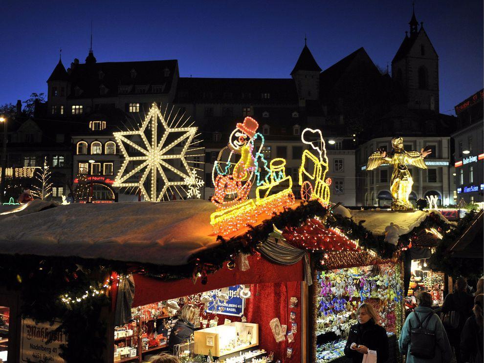 8) Рождественские ярмарки в Швейцарии открылись в этом году раньше обычного. (EPA / 23 ноября 2009/ Швейцария)
