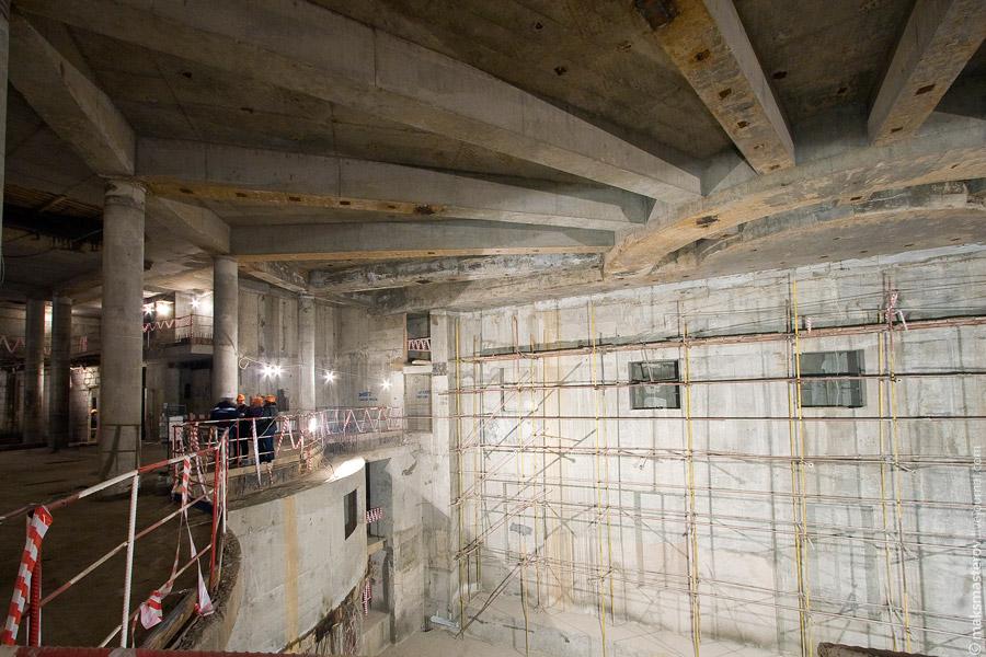 8) Также под землей теперь будут оборудованы склады декораций для нужд театра. По своим объемам они будут позволять хранить декорации для 4-5 ближайших спектаклей