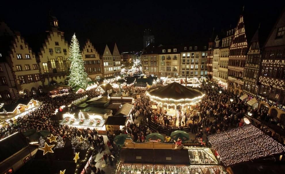 9. Рождественский рынок во Франкфурте открылся 25 ноября. Традиционный рынок будет открыт до 22 декабря. (Martin Oeser / AFP - Getty Images)