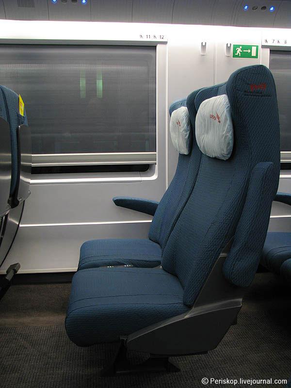 """10) Кресла  немного пошире и расстояние между рядами немного побольше, чем между рядами самолётных """"эконом-классов""""."""