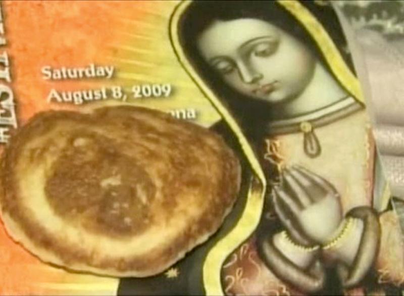 9) Лицо Девы Марии было найдено на блине Бьянкой Лопес (Bianca Lopez) из Глендейл, Аризона. (SPLASH)