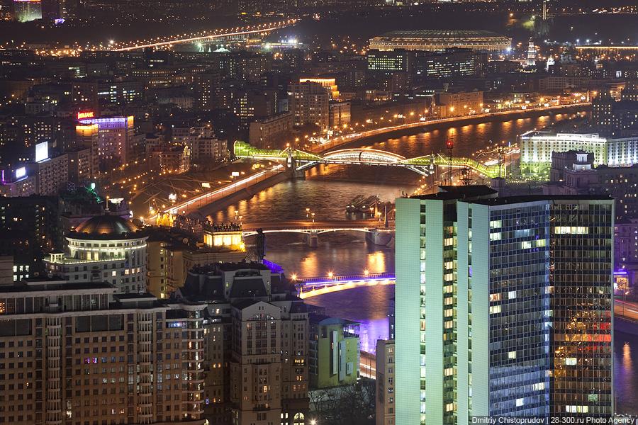 12) Киевский пешеходный мост, Бородинский мост и Смоленский метромост.