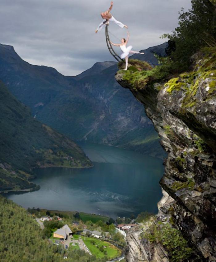 9) Эскил Ронингсбаккен (Eskil Ronningsbakken) во время стойки на руках балансирует на краю скалы высотой 304 метра с одним из своих помощников. (BARCROFT MEDIA)