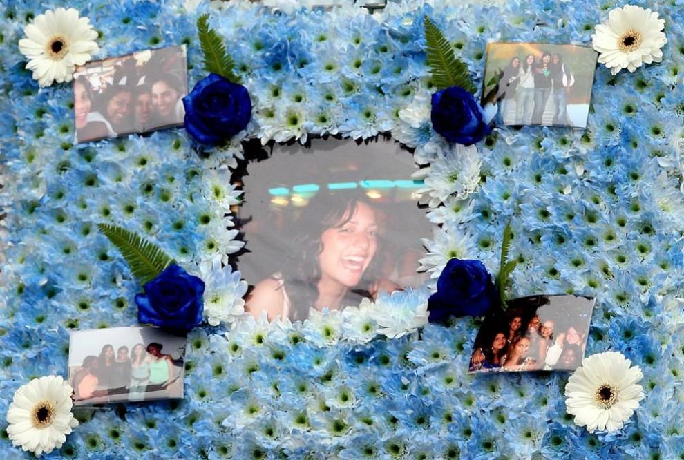 11. Цветы и фотографии Мередит Керчер на ее похоронах в церкви Кройдон, Южный Лондон. (Peter MacDiarmid/Getty Images)