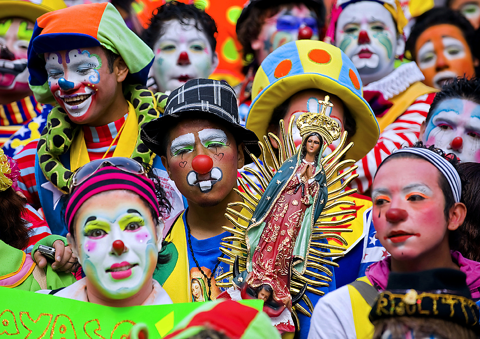 TOPSHOTS-MEXICO-CLOWNS-VIRGIN OF GUADALUPE