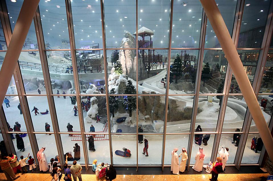 14) «Ski Dubai», большой снежный парк в закрытом помещении в Объединенных Арабских Эмиратах. (Dan Kitwood/Getty Images)