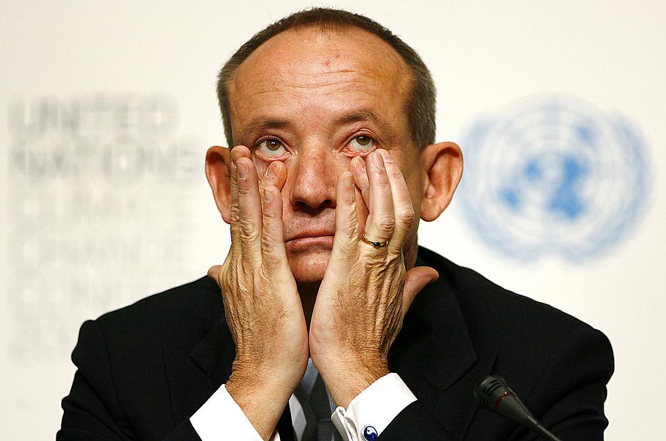 6. Председатель конференции по вопросам изменения климата Иво де Боер во время встречи с журналистами накануне конференции ООН по вопросам изменения климата 2009 в Копенгагене. (Bob Strong/Reuters)