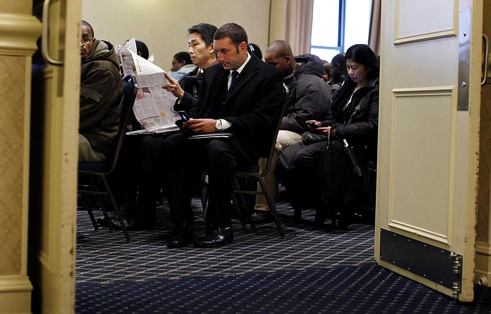 10) Безработные на ярмарке вакансий в Нью-Йорке. (Shannon Stapleton/Reuters)