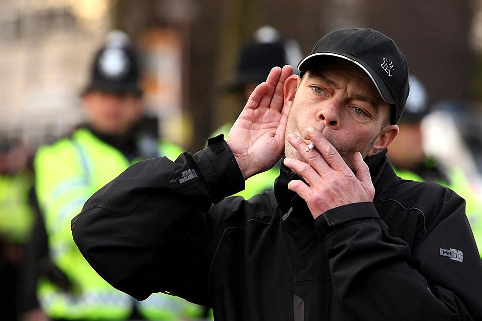9) Протестующие приняли участие в митинге, организованном группой «Остановим исламизацию Европы» в английском городе Харроу. Акция протеста прошла рядом со строительной площадкой новой мечети. (Oli Scarff/Getty Images)