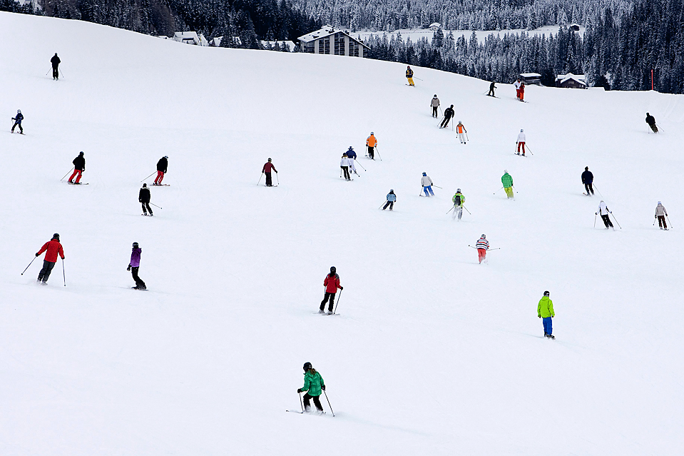 12. Люди катаются на лыжах на курорте в Аросе, Швейцария. (Alessandro Della Bella/European Pressphoto Agency)