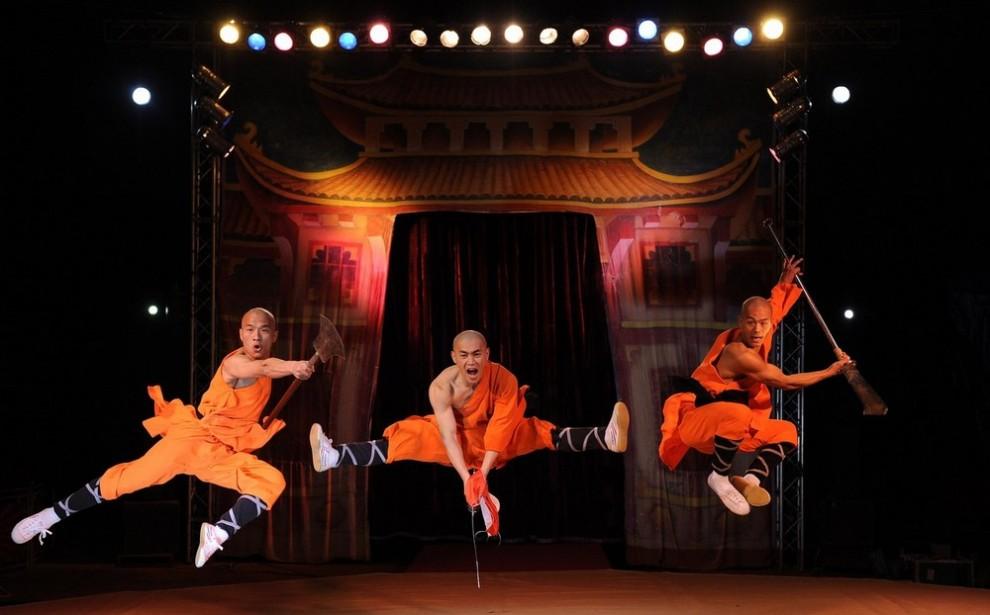 """4) Воины Шаолинь Ву-Шу позируют на ринге во время фотосессии Китайского государственного цирка в лондонском выставочном центре """"Alexandra Palace"""". (REUTERS/Toby Melville)"""