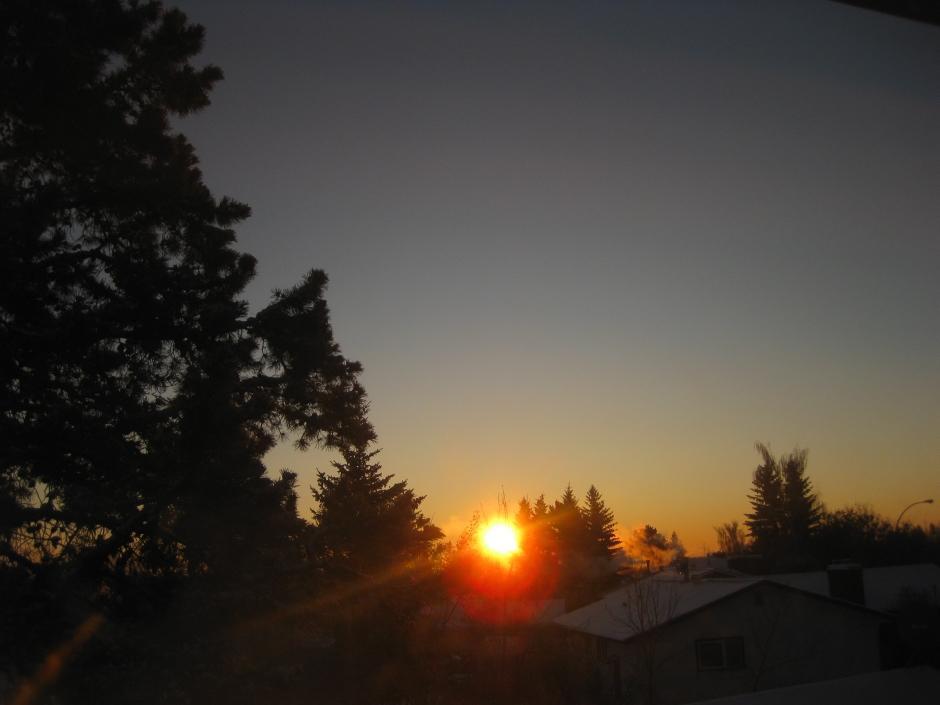 13. Морозное и чистое утро, когда температура воздуха достигла -33° по Цельсию в Камроуз, Альберта (к юго-востоку от Эдмонтона) 14 декабря 2009 года.
