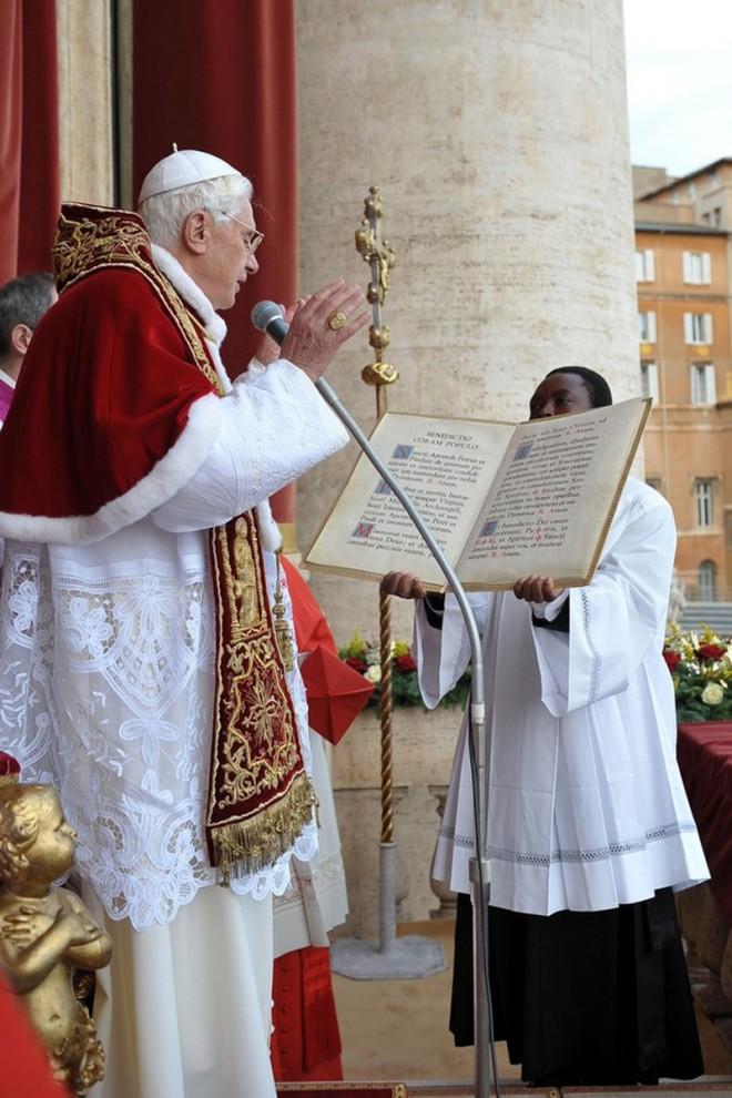 """14) 87-летнего кардинала доставили в римскую больницу """"Джемелли"""". (L'Osservatore Romano - Vatican Pool via Getty Images)"""