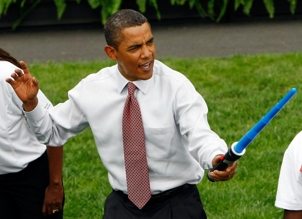14) Барак Обама нападает на олимпийского фехтовальщика. Это представление устроено, чтобы поддержать заявку Чикаго на проведение Олимпиады в 2016 году. (Win McNamee/Getty Images News/ fotobank.ua / 16 сентября 2009/ США, Вашингтон)
